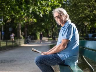 """Pieter Aspe moet zomerthriller on hold zetten na nieuwe ziekenhuisopname: """"Lange teksten schrijven lukt niet. Ik ben doodop"""""""