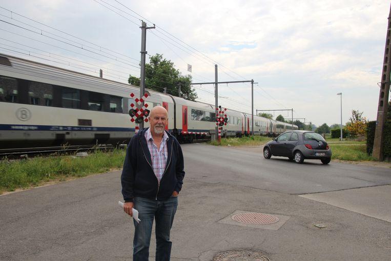 Ook gemeenteraadslid Freddy Beirens zou ondertussen niet meer in Lede wonen.