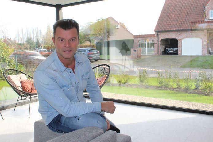 Filip D'haeze zit nu meer dan hem lief is gewoon thuis.