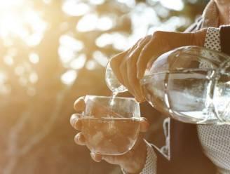 De redenen waarom je middenin de nacht dorst kunt hebben