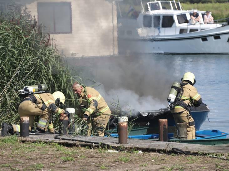 Plezierboot in Lithoijen verwoest door brand