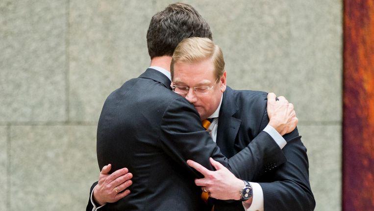 Premier Mark Rutte neemt afscheid van Minister Ard van der Steur na zijn aftreden begin 2017. Beeld ANP