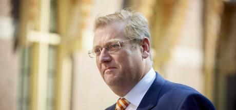 Van der Steur biedt excuses aan om Van U.