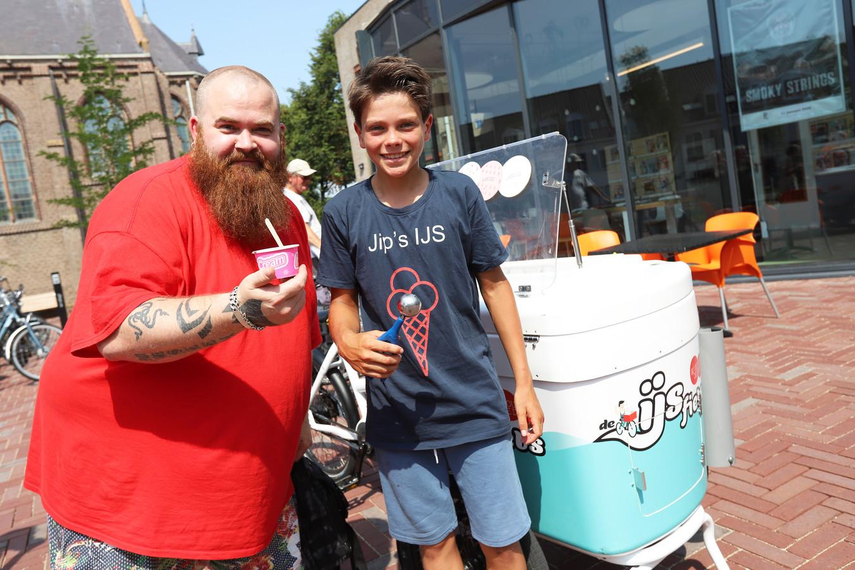 De 13-jarige Jip Geuze uit Hellevoetsluis heeft sinds juli zijn eigen ijsfiets.