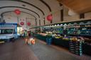 Bakkerij Stroet wil markthal uibreiden met mobiele marktkramen voor de voormalige bioscoop naast de bakkerij. Een groenteboer en vishandel in/voor de markthal aan de Borculoseweg naast de bakkerij.