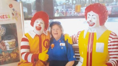Alice (90) werkt nog steeds bij McDonald's. Dit is haar geheim voor een lang en gelukkig leven
