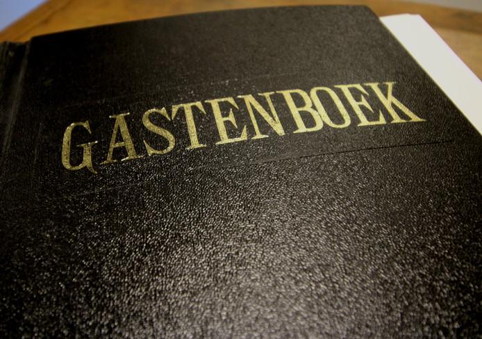 De cover van het zelf gedrukte gastenboek van Nederlands Drukkerij Museum