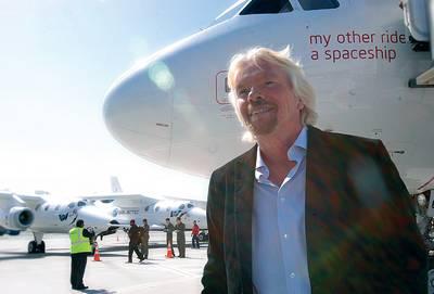 Richard Branson: Op koers om volgend jaar mensen de ruimte in te brengen
