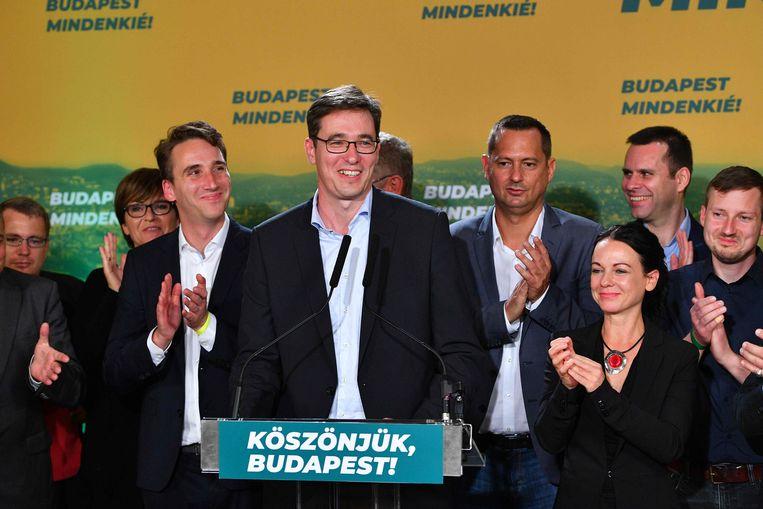 De nieuwe burgemeester van Boedapest Gergely Karacsony viert zijn overwinning. Beeld AFP