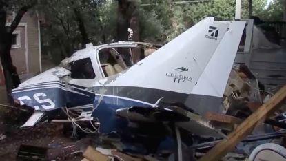 Sportvliegtuig crasht in huis: piloot komt om