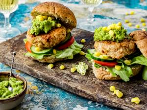 Wat Eten We Vandaag: Mexicaanse kipburger met guacamole