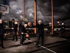 Mart Smeets geeft college in Stadstheater Arnhem: 'Zet die ouwe zak daar neer en het komt goed'