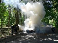 Bestelbusje brandt uit in Budel
