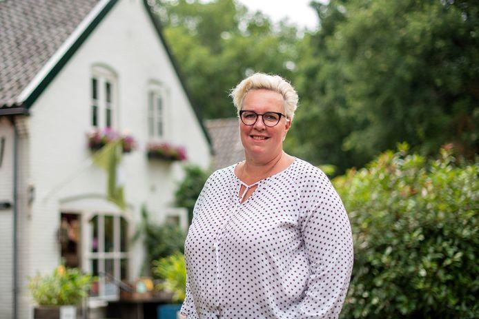 Marleen Brekelmans bij de Brasserie Heerlijkheid in Hemmen. Foto: Gerard Burgers.