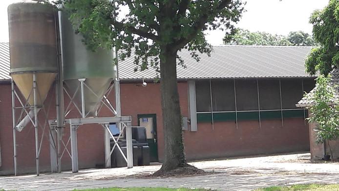 Een geitenstal in het buitengebied van Bakel met horren in de zijgevel.