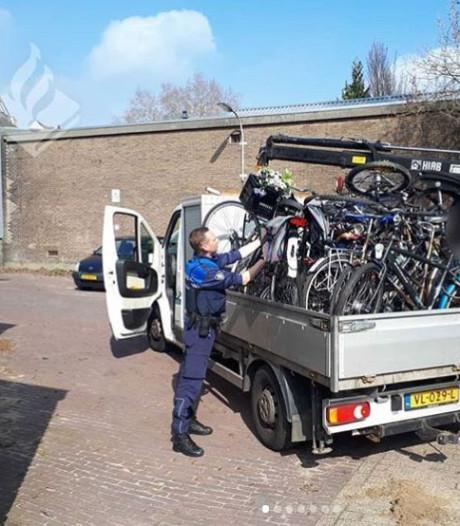 Is je fiets gestolen in Arnhem? Politie vindt er 17 in de achtertuin van een betrapte dief
