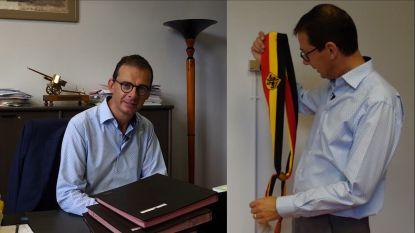 """VIDEO. Binnenkijken in kantoor van Wouter Beke, burgemeester van Leopoldsburg: """"Ik ga ervan uit dat het nog even zal duren voor hier opvolger zit maar ik heb iets dat ik wil achterlaten voor de gemeente."""""""
