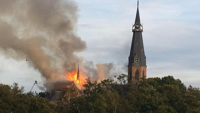 De brand zaterdag in de St. Urbanuskerk