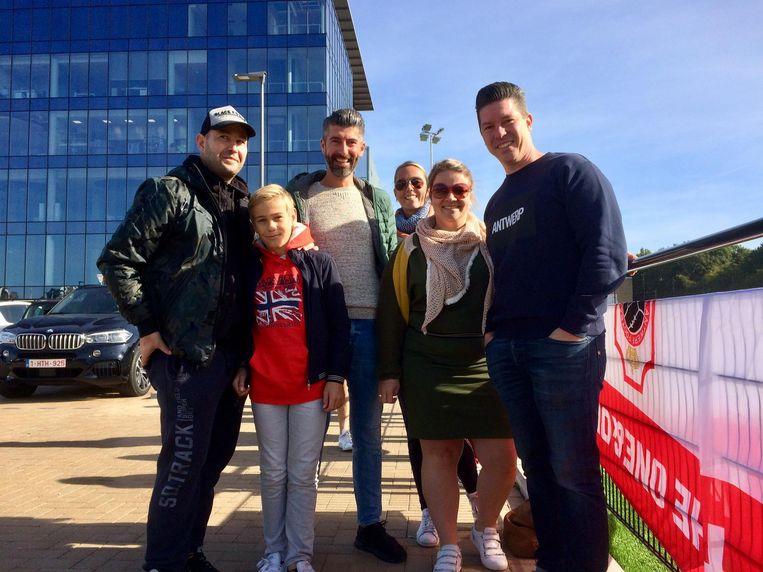 Antwerpfan Kenneth De Swaef (links) is heel blij met de stadionplannen. Naast hem: Nicolas, Jirri, Ellen, Dorien en Dave.
