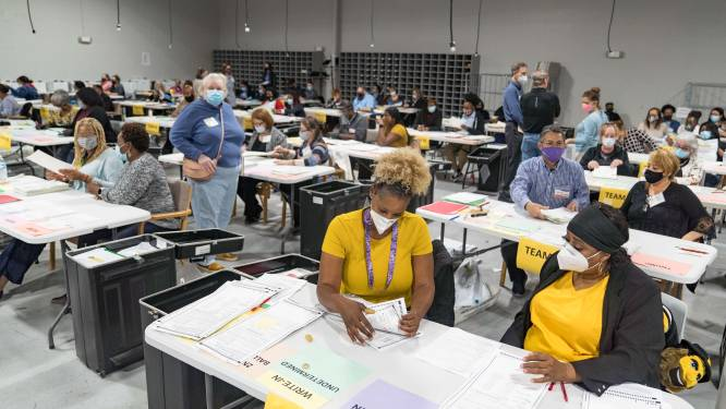 2.600 niet-getelde stembiljetten gevonden tijdens hertelling in Georgia, Trump krijgt 800 stemmen extra