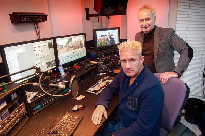 Den Bosch. Maino Remmers (in stoel) en Theo Verbruggen in de studio van De Mediamannen.