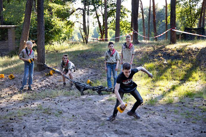 De scouts van Kizito speelden  spelletjes waarbij de anderhalvemeterregel streng in acht werd genomen.