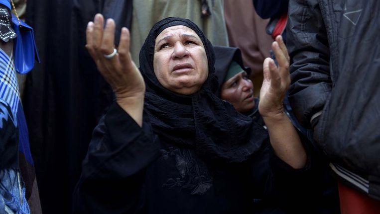 Vrouw bidt voor de ter dood veroordeelden in Egypte Beeld AFP