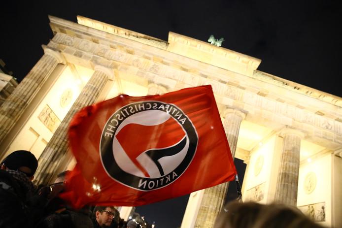 Anti-fascisme-vlag in Berlijn.
