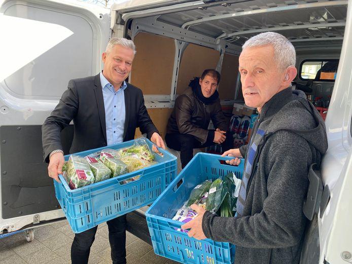 """""""PXL-Catering heeft drie keukens in eigen beheer en ontvangt gemiddeld 3.000 bezoekers op lesdagen"""",  vertelt Rudy Rampelberg, diensthoofd PXL-Catering die hier mee de voeding inlaadt"""