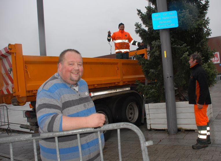 Hans Van Gool is al enkele jaren de organisator van de kerstmarkten van Zemst en Hofstade. Nu krijgt hij de hulp van twee dorpsgenoten.