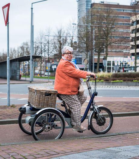 Magda (72) woont alleen in coronatijd: 'Als dit rare gedoe over is, kroelen we'
