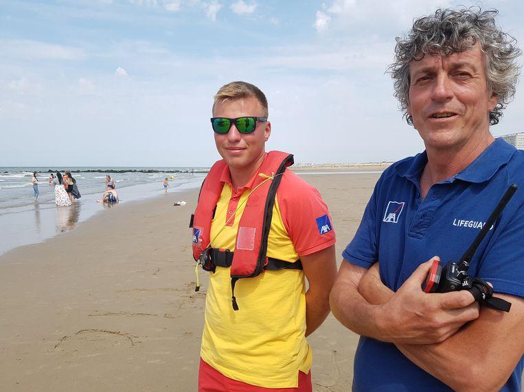 Strandredder Quiten Deschacht (17) en hoofdredder Bart Van Eechoute (rechts).