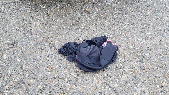 Op het strand werd ook nog een aangespoelde broek aangetroffen.