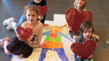 Kinderen in opvang maken mooie tekening voor bewoners van Betze Rust