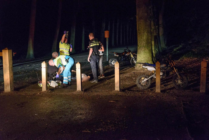 De motorcrosser raakte gewond in het Mastbos.