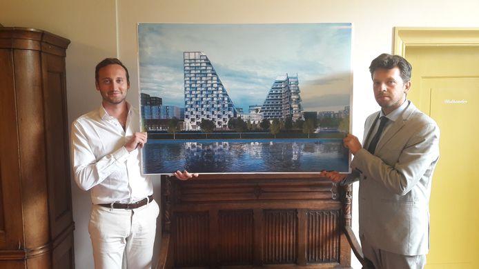 Claudio Riffeser van Winter Trust en wethouder Franko Živković-Laurenta presenteren het ontwerp van het appartementengebouw dat bij Bisonspoor moet verrijzen.