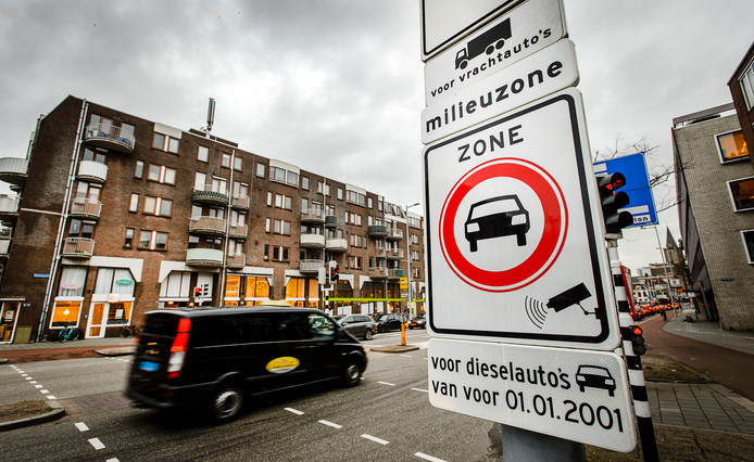 Het begin van de milieuzone aan het Oudenoord in Utrecht.
