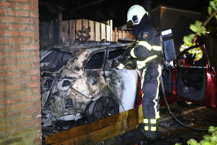 De autobranden in Hank zorgen voor onrust in het dorp.