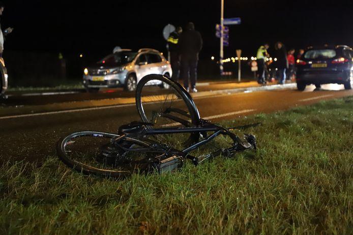 De fiets kwam verderop in de berm te liggen.