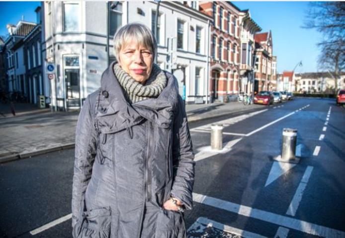 De Zwolse Angelique Geijer sleepte de gemeente Zwolle voor de rechter, nadat zij in augustus 2016 bij de pollers in de Kerkstraat een doodsmak maakte met haar snorfiets.