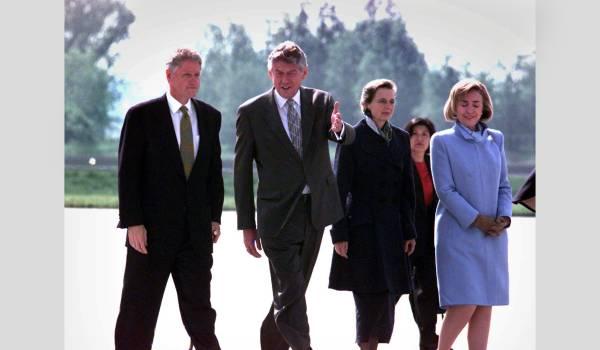Bill Clinton roemt leiderschap Wim Kok: daar kan iedereen een voorbeeld aan nemen