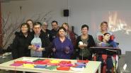 Vrijwilligers Cirkant breien samen een vriendschapssjaal (en jij kan meedoen)