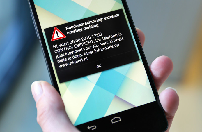 Een controlebericht van NL-Alert. Het alarmsysteem voor grote noodtoestanden dient om mensen te informeren als er een noodtoestand in hun omgeving aan de hand is.