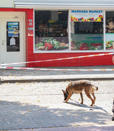 Politie bevestigt: kogelgat in ruit supermarkt Emmeloord