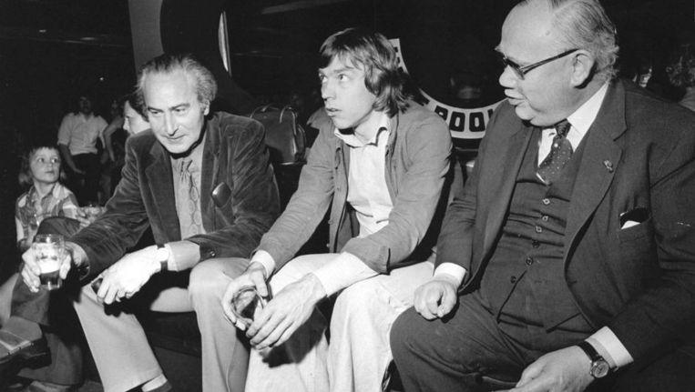 Gasten van het VARA-programma 'In de Rooie Haan' uit 1974, met in het midden Jan Mulder. Beeld anp