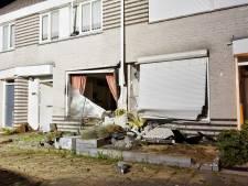 Jong gezin schrikt zich rot als auto huis ramt na achtervolging: 'Had hij mijn auto maar geraakt'