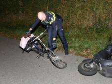 Fietser gaat er vandoor na frontale botsing met scooter