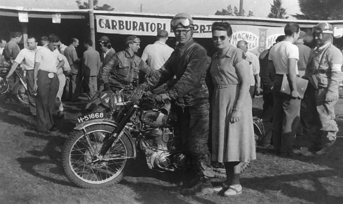 Oom Huub en tante Til Pellikaan in 1951 in Monza.