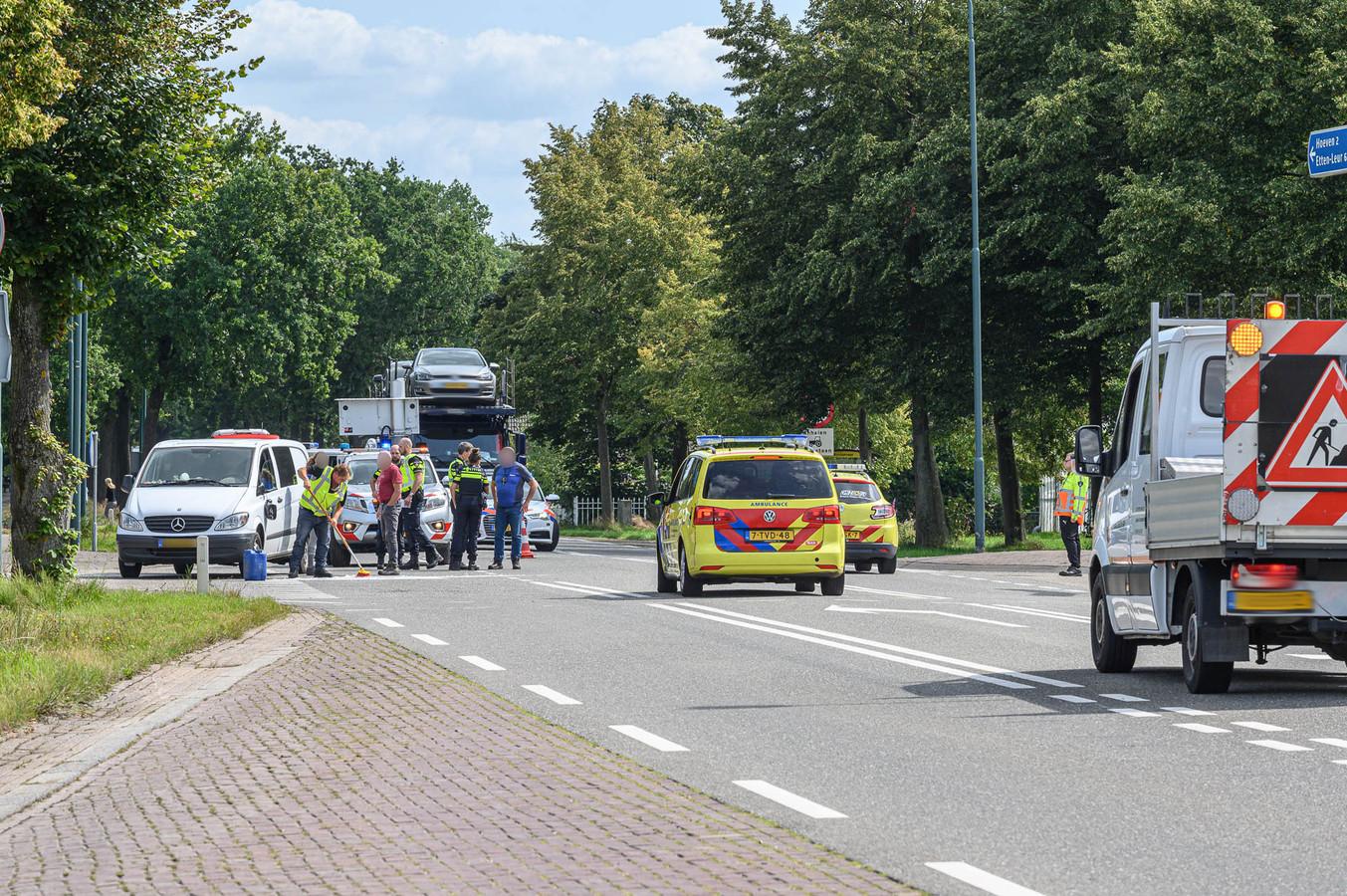 Fietsster gewond na botsing met bestelbus in Hoeven