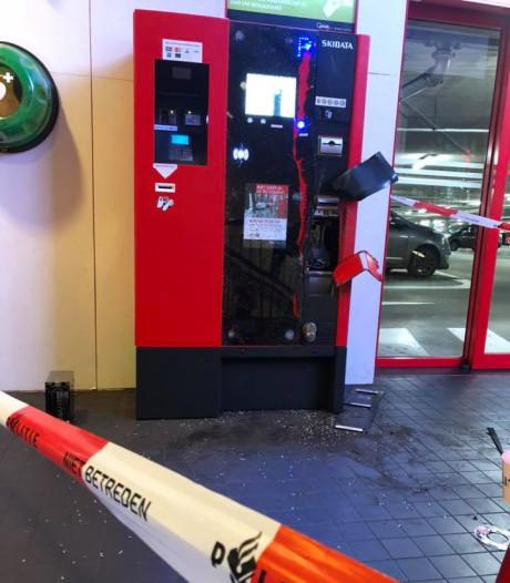 Dief breekt met grof geweld automaat van parkeergarage in Ede open